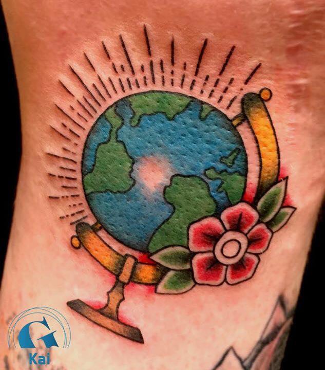 Le tatouage old school vu par kai - Tatouage globe terrestre ...