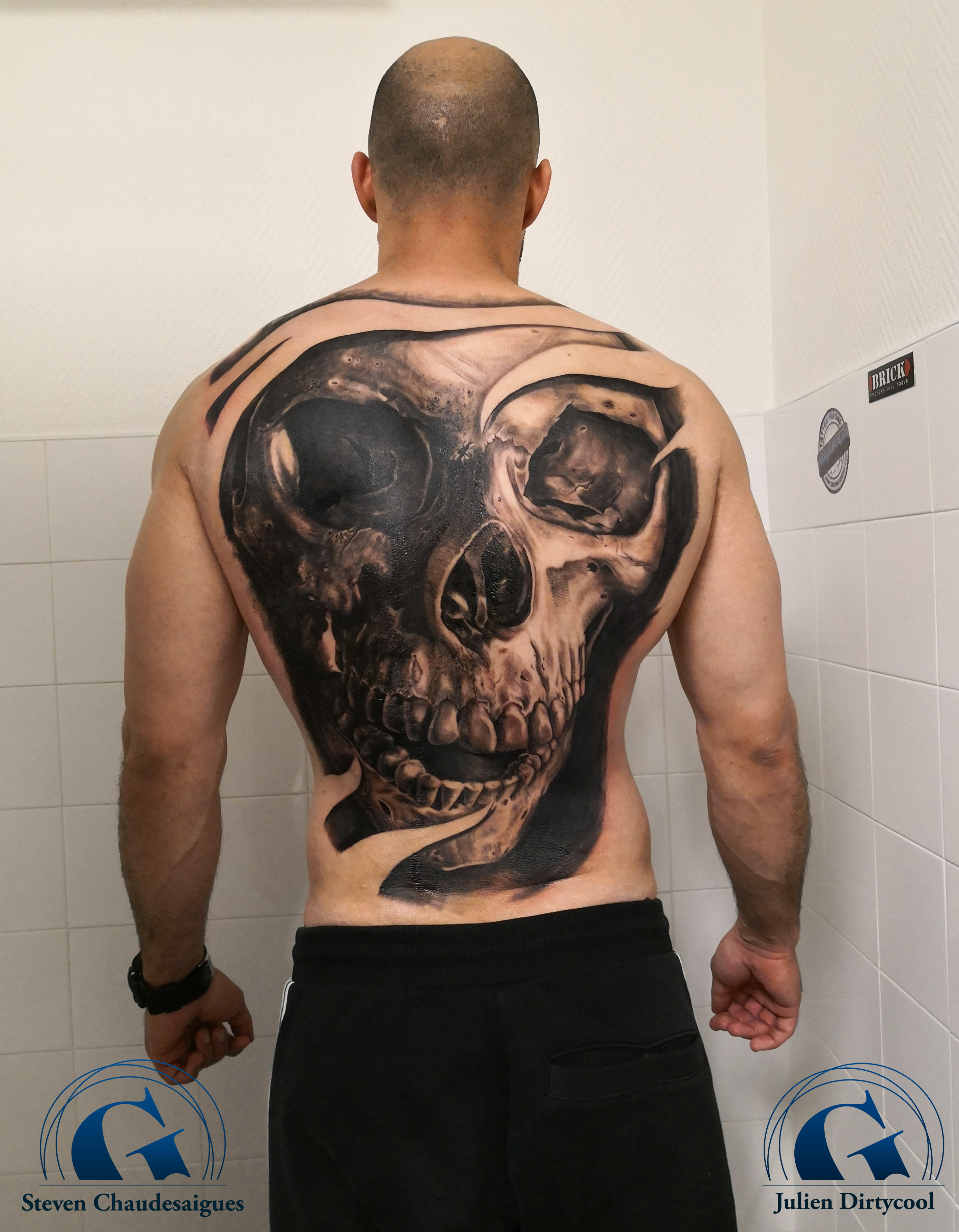 graphicaderme-avignon-vaucluse-doscimplet-stevenchaudesaigues-juliendirtycool-skull-crane-tattoo-tatouage.jpg