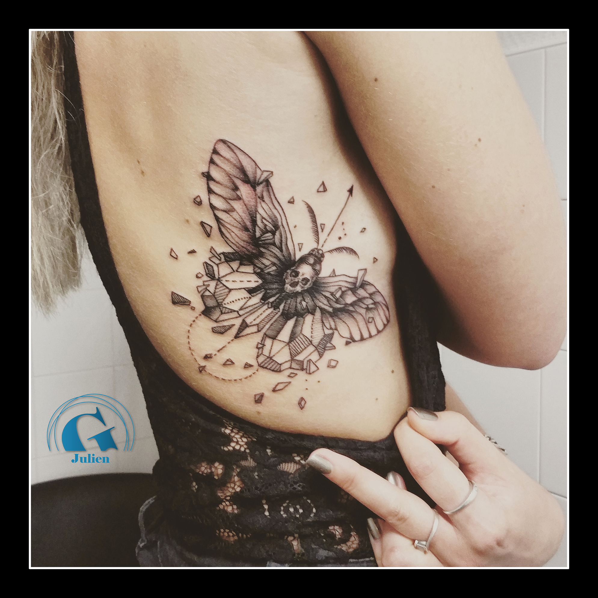 Tatouage papillon fleur galerie tatouage - Tatouage de papillon ...