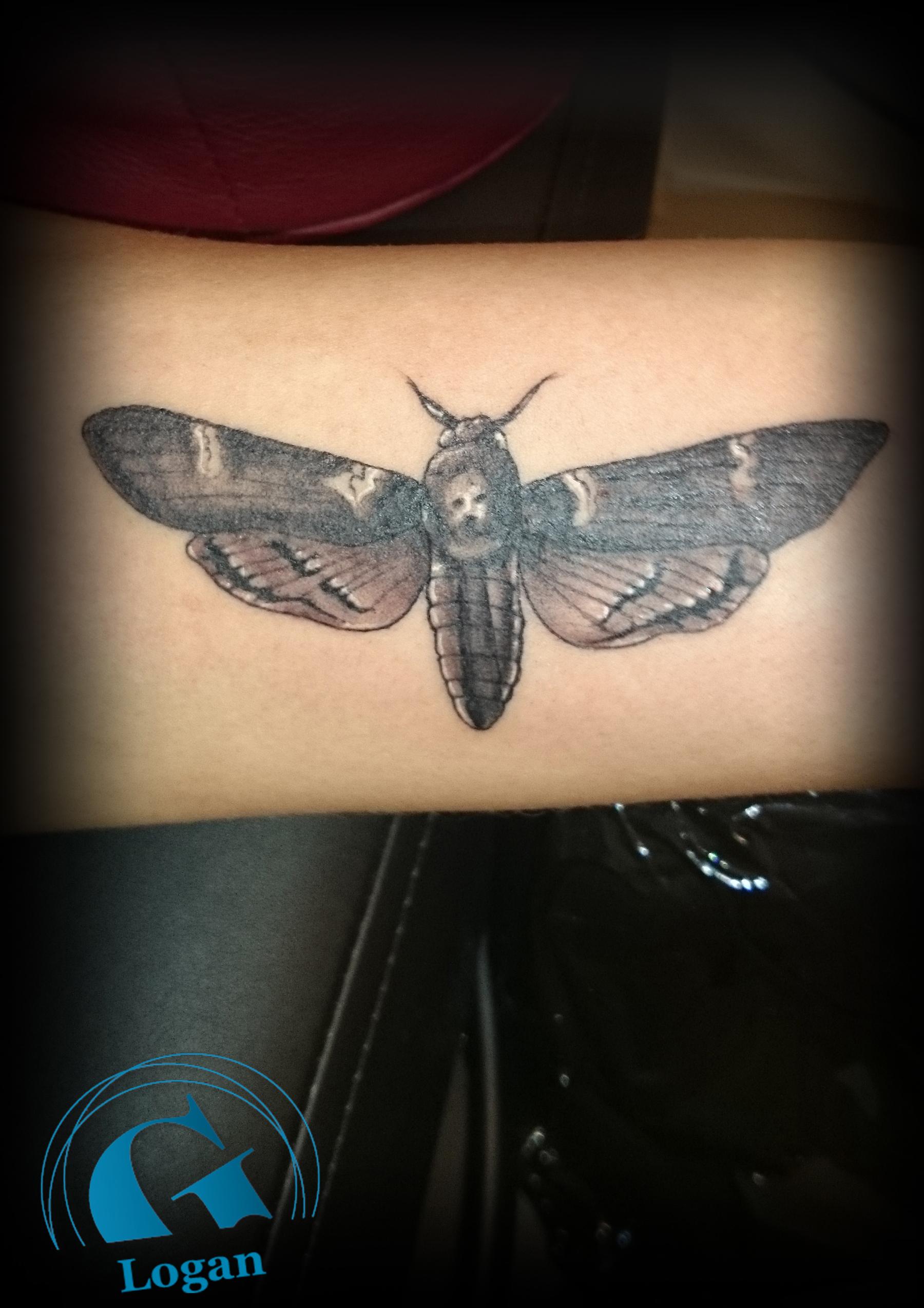 Tatouage papillon noir et blanc galerie tatouage - Tatouage noir et blanc ...