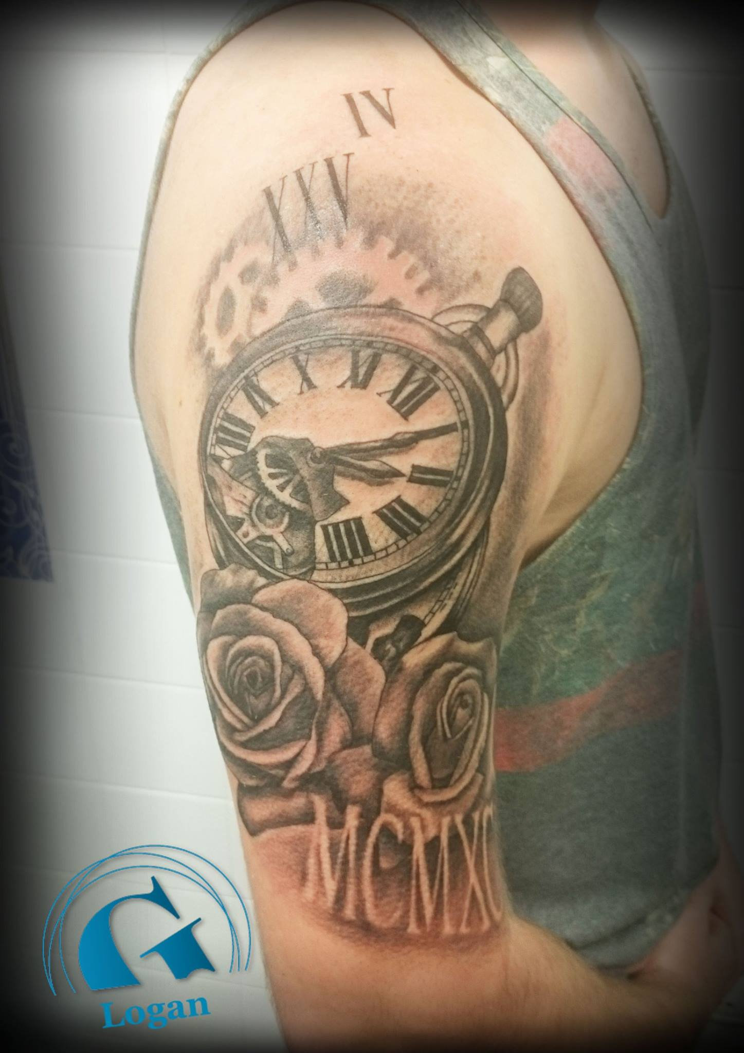 Tatouage horloge graphicaderme - Tatouage rose main homme ...