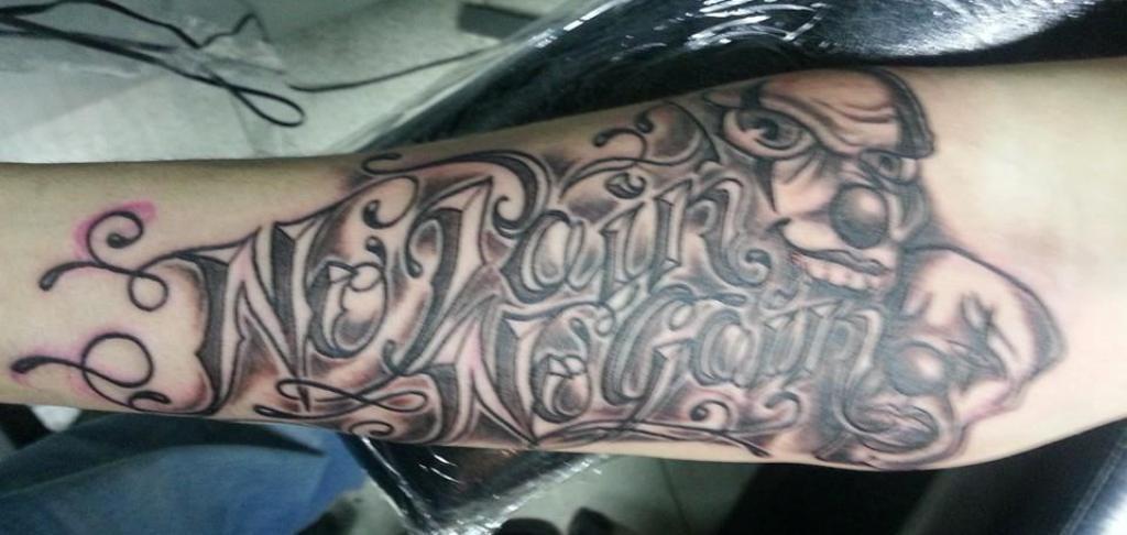 recouvrement tatouage lettrage bras Gaston Vaison la Romaine