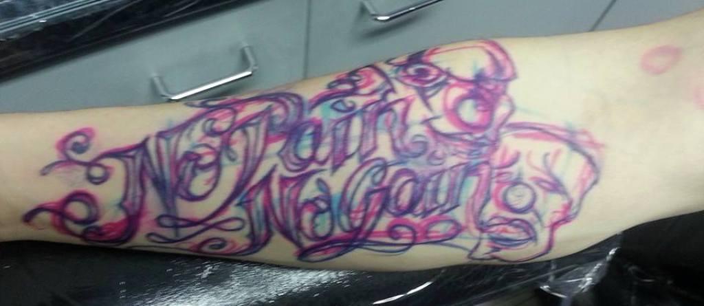 recouvrement tatouage lettrage Gaston Vaison la Romaine