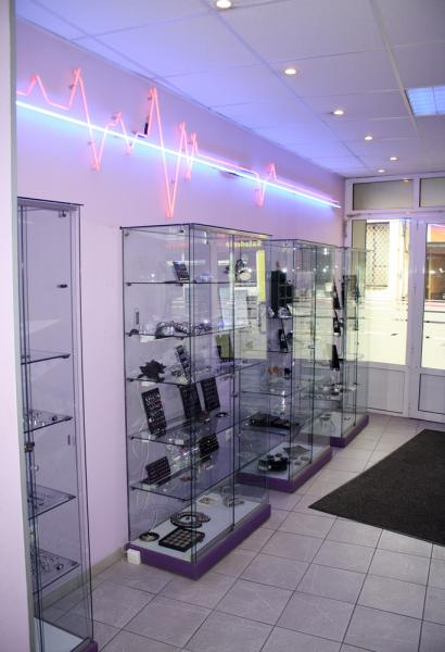Notre studio de piercing avignon studios tatouage - Salon animaux avignon ...