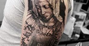 tatouage-vierge-marie-tatoueur-bollene-nyons-carpentras