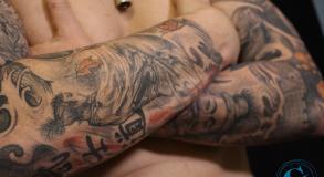 graphicaderme-avignon-vaucluse-meilleurtatoueur-tatouagejaponais-samourai-tatouagenoiretgris-tatouagecouleur-stevenchaudesaigues