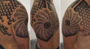 graphicaderme-avignontattoo-geometrictattoo-tattoobras-tattoogeometrique-meilleurstatoueursduvaucluse-vauclusetattoo-tatoueursprovence-juliendirtycool