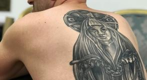stephane-chaudesaigues-tatouage-dos-gang-mafia-russe-graphicaderme
