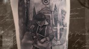 tatoueuse-tatoueur-vaison-la-romaine-vaucluse-joe-wild-graphicaderme-tatouage-garcon-eglise