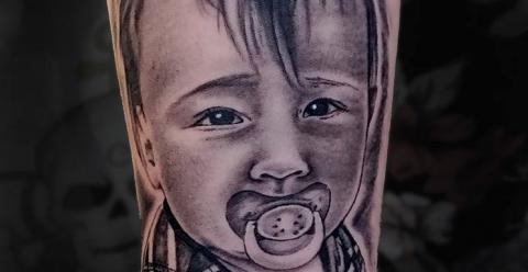 meilleure-tatoueuse-vaison-joe-wild-tatouage-bebe-tattoo-enfant