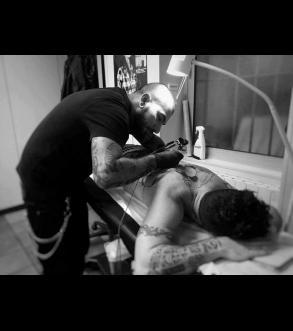 nachos_gasparian_meilleur_tatoueur_drome_valence_tattoo_shop_graphicaderme