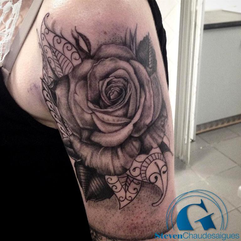 graphicaderme-steven-avignon-tatouage-rose-ornemental-mandala-dot-dotwork-roseornementale-tattoo-tatouagefemme-vaucluse