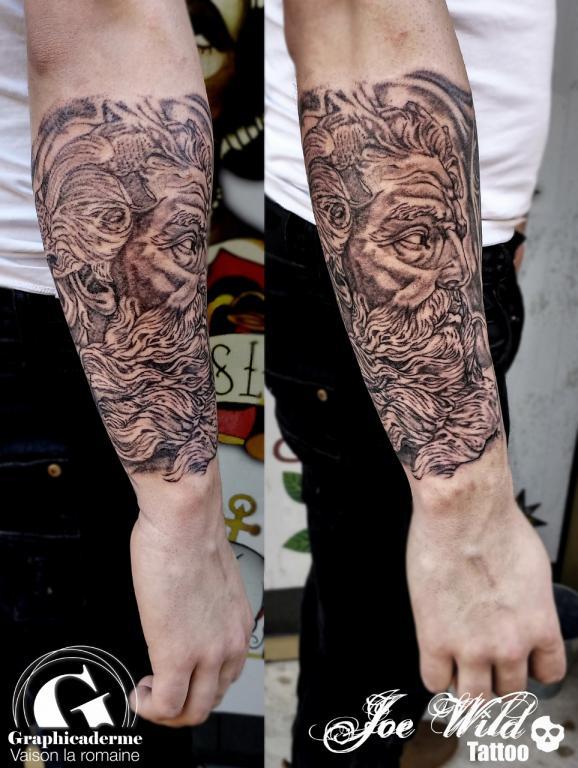 Un Tatouage De Statue De Zeus A Vaison La Romaine Graphicaderme