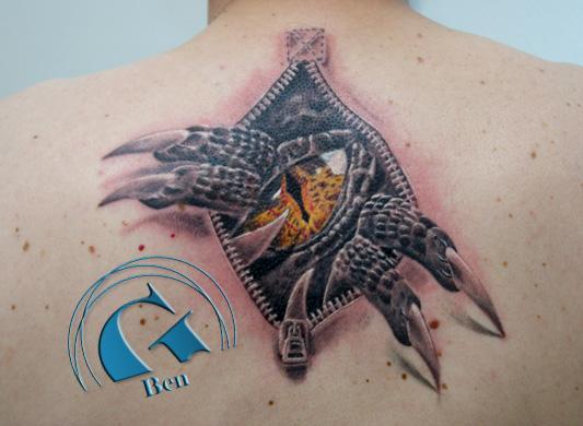 L 39 oeil de smaug tatouage par ben graphicaderme - Tatouage larme sous l oeil ...