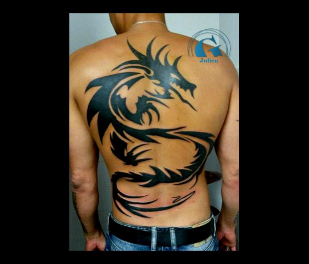 Tatouage tribal graphicaderme - Tatouage homme dragon ...