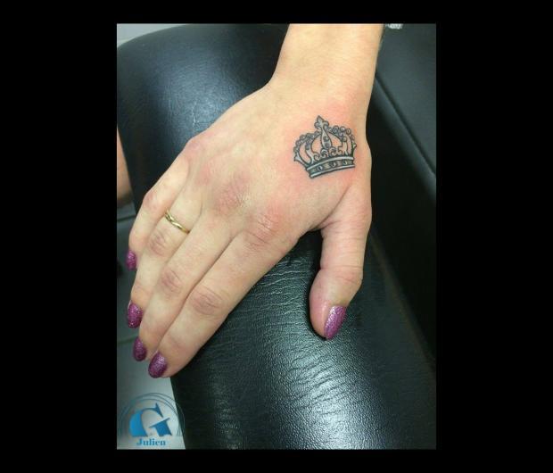 photo,tatouage,main,femme,couronne