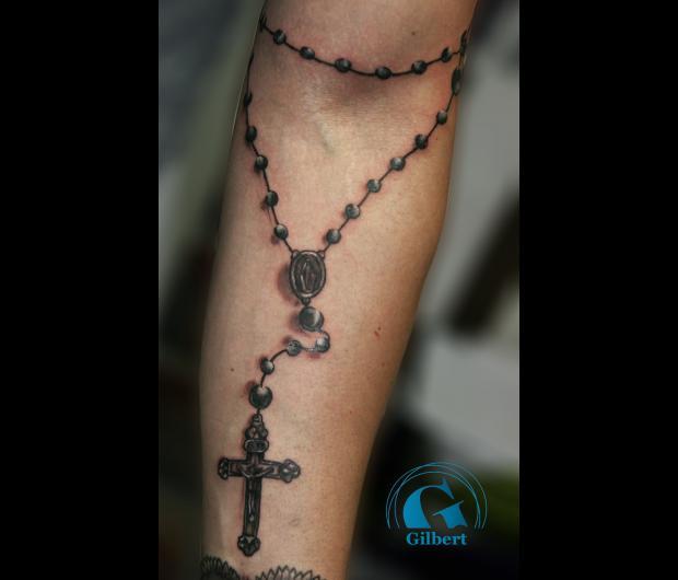 photo,tatouage,religieux,chapelet,bras