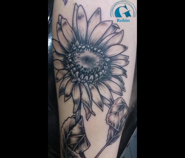 Tatouage fleur graphicaderme - Tatouage fleur noir ...