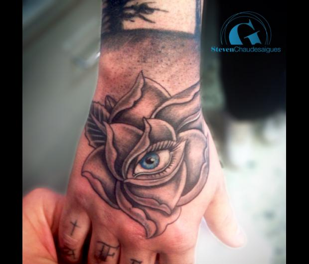 Tatouage d\u0027une Main en Photo , Oeil et Fleur , Graphicaderme