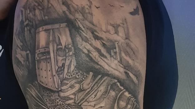 steven-chaudesaigues-meilleur-tatoueur-orange-vaucluse-graphicaderme-tattoo-chevalier