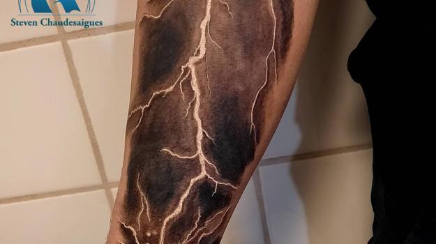 steven-chaudesaigues-meilleur-tatoueur-orange-vaucluse-graphicaderme-tattoo
