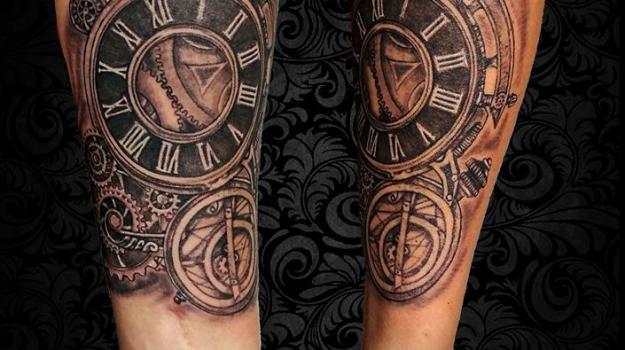 tattoo_tatouage_piercing_art_vaison_la_romaine_vaucluse_femme_roses_fleurs_portrait_peinture_bollène_nyons_buis_les_baronnies_tulette_malaucène_cavaillon_robion_coustellet_drôme_ardèche_noir_et_gris_réalisme_bras