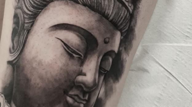 graphicaderme-avignontatouage-tatouageboudha-tatouagestevenchaudesaigues-tatouagerealiste-tatouagenoiretgris-tatoueursavignon-meilleurtatoueurdefrance-meilleurtatoueursavignon