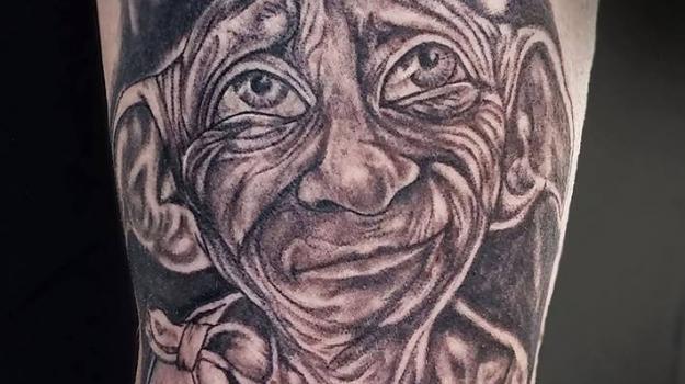 tattoo-tatouage-Harry-potter-dobby-piercing-art-vaison-vaucluse-dessin-peinture-bollène-nyons-buislesbaronnies-tulette-malaucène-cavaillon-robion-coustellet-drôme-ardèche-tatouagenoiretgris
