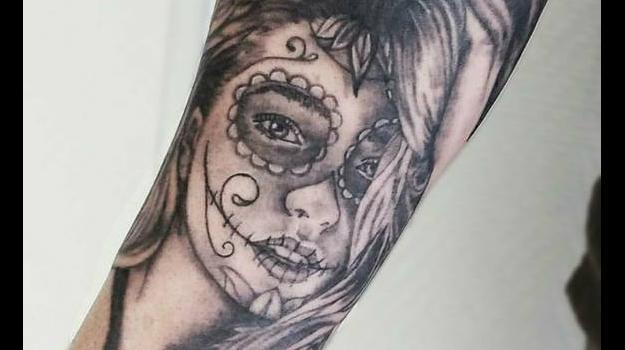 joe-wild-tatoueur-vaison-la-romaine-nyons-carpentras-tatouage-vaison-santa-muerte