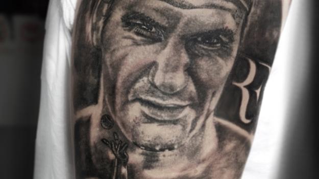 tattoo-vaison-tatouage-vaisonlaromaine-portrait-roger-federer-piercing-art-atelier-vaucluse-dessin-peinture-bollène-nyons-buislesbaronnies-tulette-malaucène-cavaillon-robion-coustellet-drôme-ardèche-tatouagenoiretgris