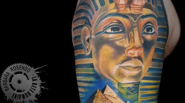 meilleure-tatoueuse-paris-barbara-rosendo-tatouage-pharaon-pyramide-tattoo