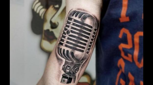 tattoo-vaison-tatouage-vaisonlaromaine-micro-musique-piercing-art-vaucluse-dessin-peinture-bollène-nyons-buislesbaronnies-tulette-malaucène-cavaillon-robion-coustellet-drôme-ardèche-tatouagenoiretgris