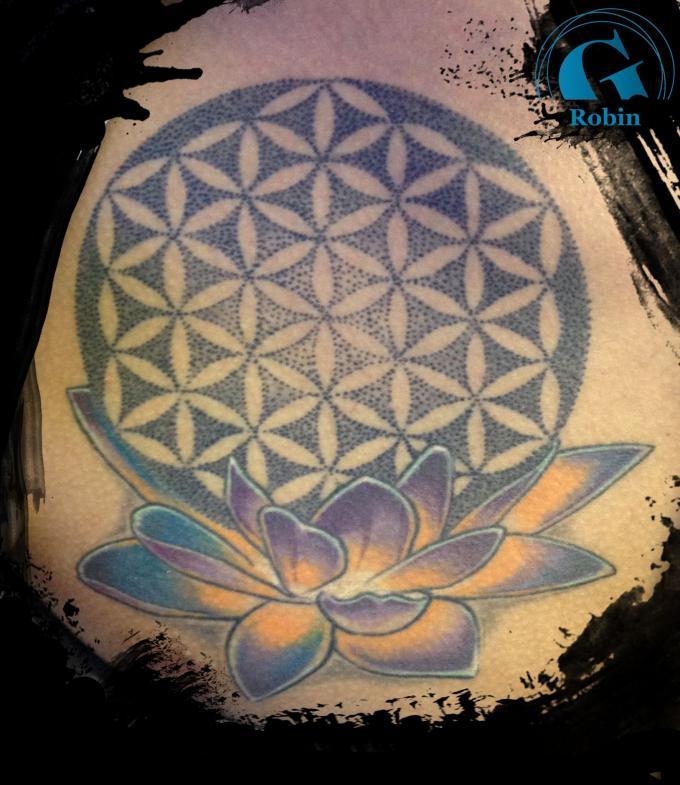 le tatouage d 39 une fleur de vie en dot sur le pec de christian par robin graphicaderme. Black Bedroom Furniture Sets. Home Design Ideas