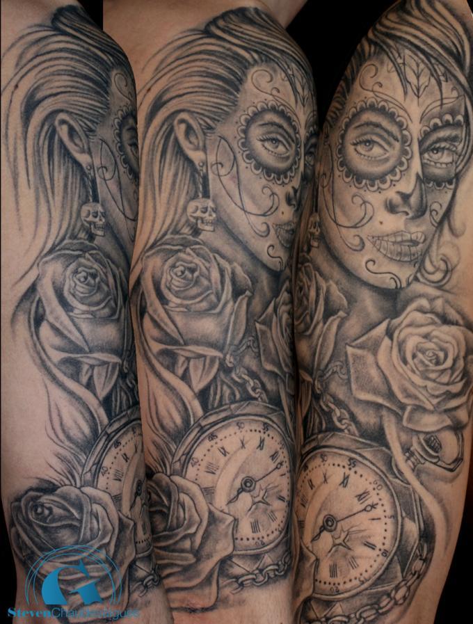 Magnifique tatouage sur un bras en noir et gris par steven chaudesaigues graphicaderme - Santa muerte tatouage signification ...